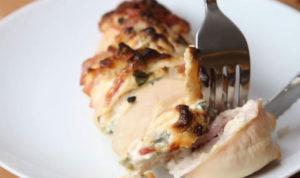 Pollo con crema y tocino